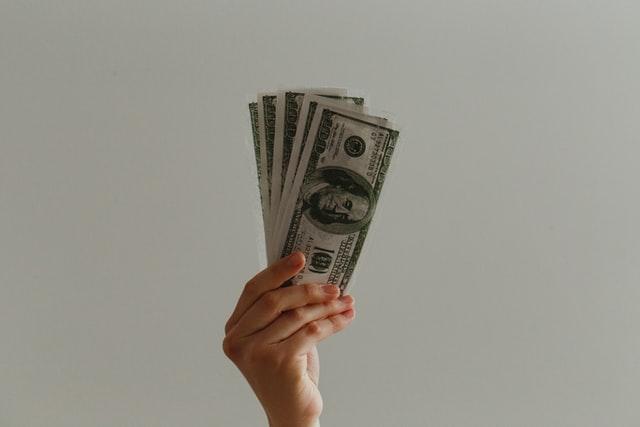 アクセンチュアの年収は20代でも1000万円超え?裏側の仕組みや生活水準まで解説